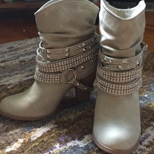 Studded Booties Rocker/Chic